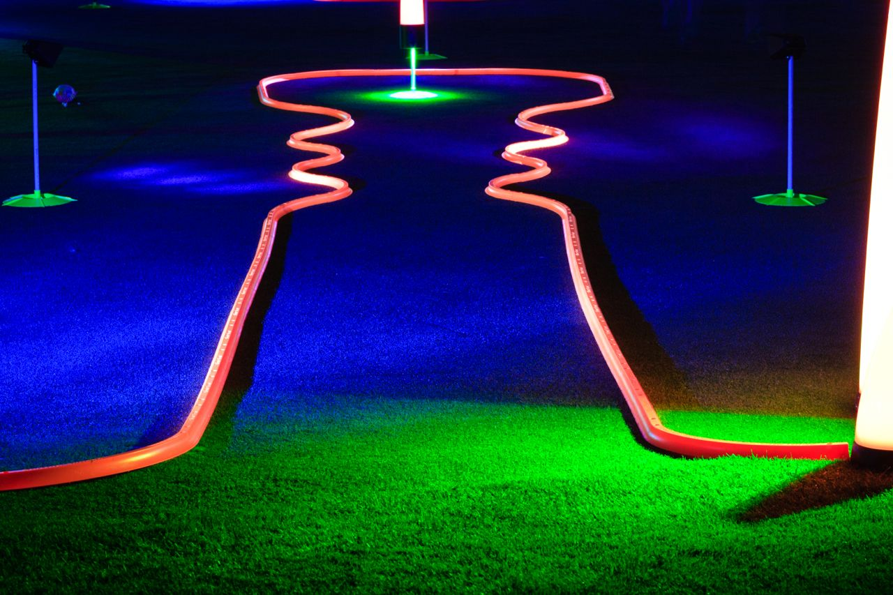 glow in the dark putting games