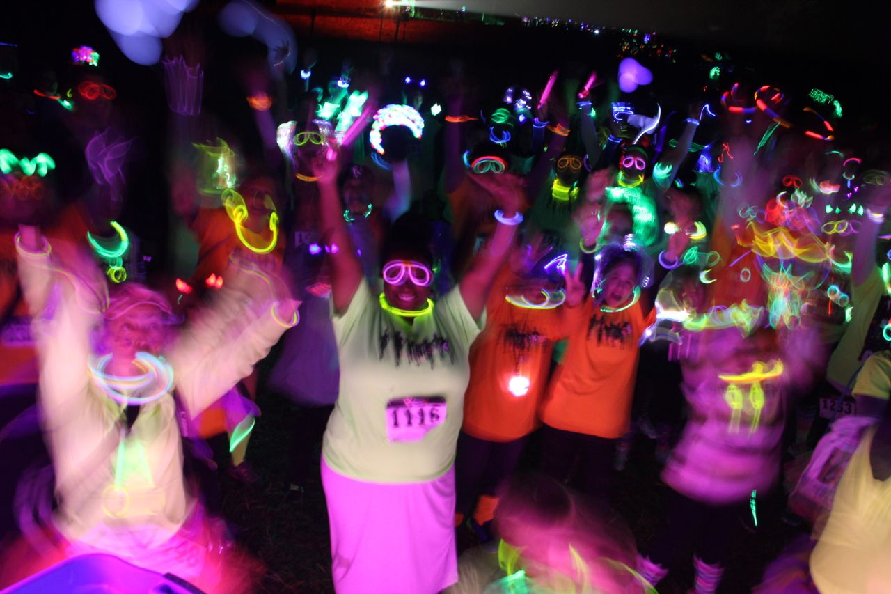 photo of glow run participants