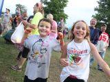 kids running at neon run
