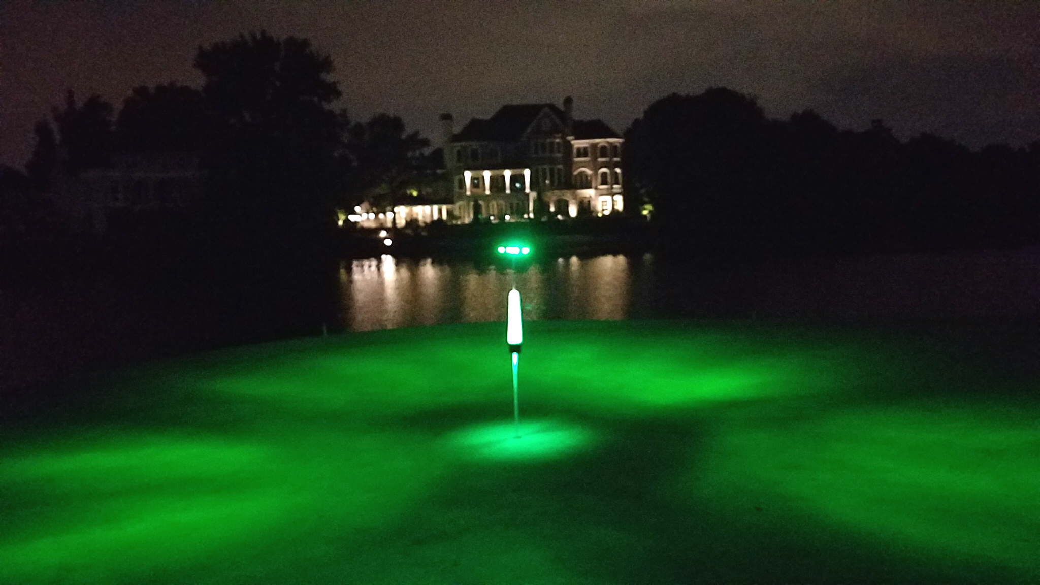 special golf lights designed for putting greens and practice putting greens