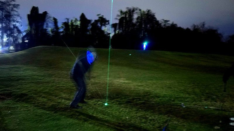 Awesome chip shots in night golf